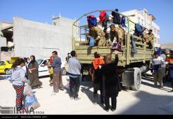 توزیع کمک های مردمی در مناطق زلزله زده سر پل ذهاب