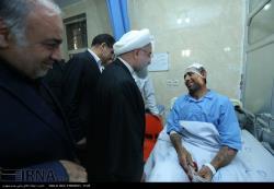 عیادت رئیس جمهوری از مصدومان زلزله در بیمارستان طالقانی کرمانشاه