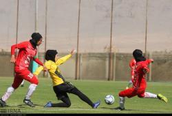 هفته سوم لیگ برتر فوتبال بانوان کشور/فولاد سپاهان مقابل آذرخش تهران