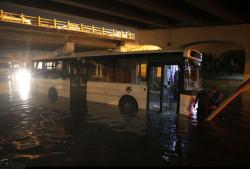 آبگرفتگی معابر مشهد بر اثر بارش باران